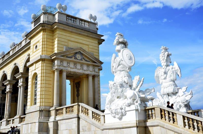 Ιστορικό κτήριο κοντά στο αυτοκρατορικό παλάτι στη Βιέννη στοκ φωτογραφία με δικαίωμα ελεύθερης χρήσης