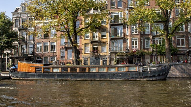 Ιστορικό houseboat, κανάλι, Άμστερνταμ, οι Κάτω Χώρες στοκ εικόνες