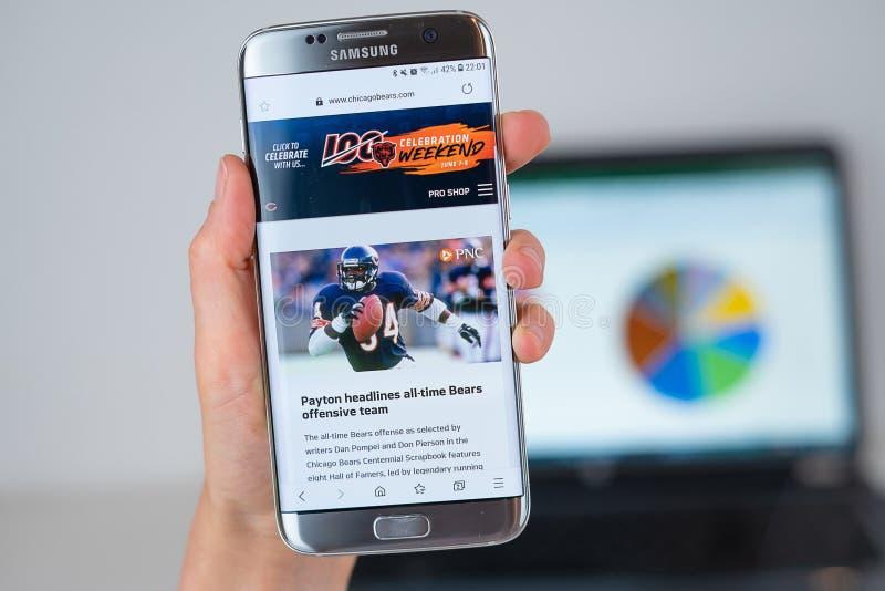 Ιστοχώρος της αθλητικής ομάδας των Chicago Bears στην τηλεφωνική οθόνη στοκ φωτογραφίες