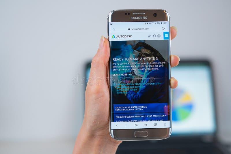 Ιστοχώρος Autodesk που ανοίγουν στον κινητό στοκ φωτογραφία