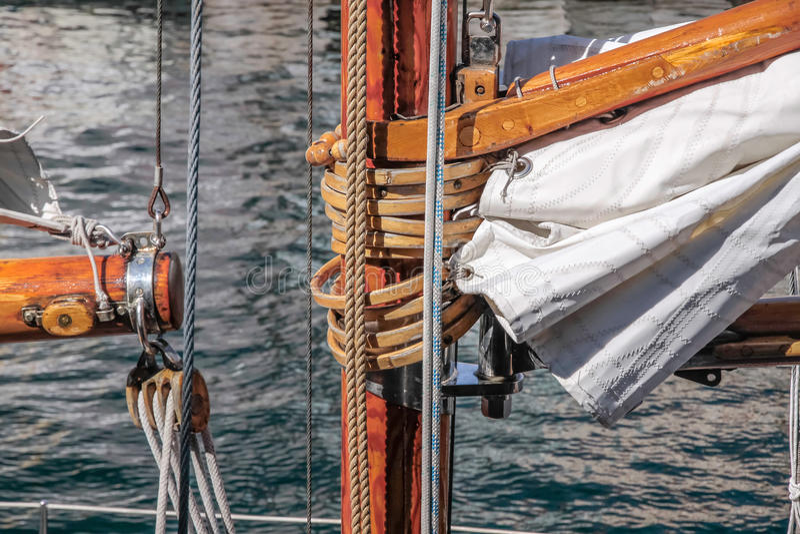 Ιστός του παλαιού πλέοντας σκάφους στοκ εικόνα με δικαίωμα ελεύθερης χρήσης