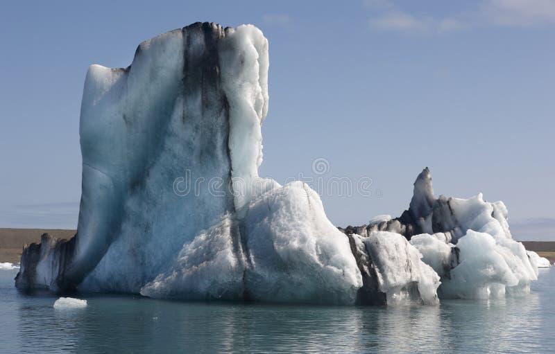 Ισλανδία. Νοτιοανατολική περιοχή. Jokulsarlon. Παγόβουνα και λίμνη. στοκ εικόνες
