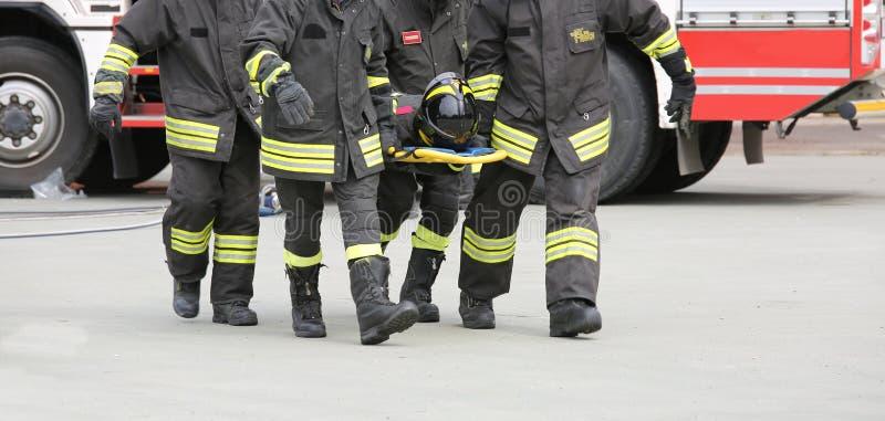 Ιταλία - 10 Μαΐου 2018: Ιταλική μεταφορά πυροσβεστών τραυματιοφορέων στοκ φωτογραφίες με δικαίωμα ελεύθερης χρήσης