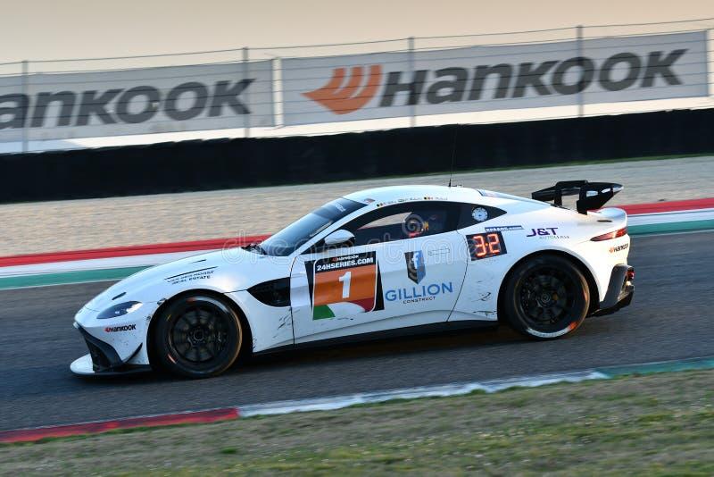 Ιταλία - 29 Μαρτίου 2019: Άστον Martin πλεονέκτημ AMR GT4 της ομάδας της Γερμανίας απόδοσης PROsport στοκ φωτογραφίες