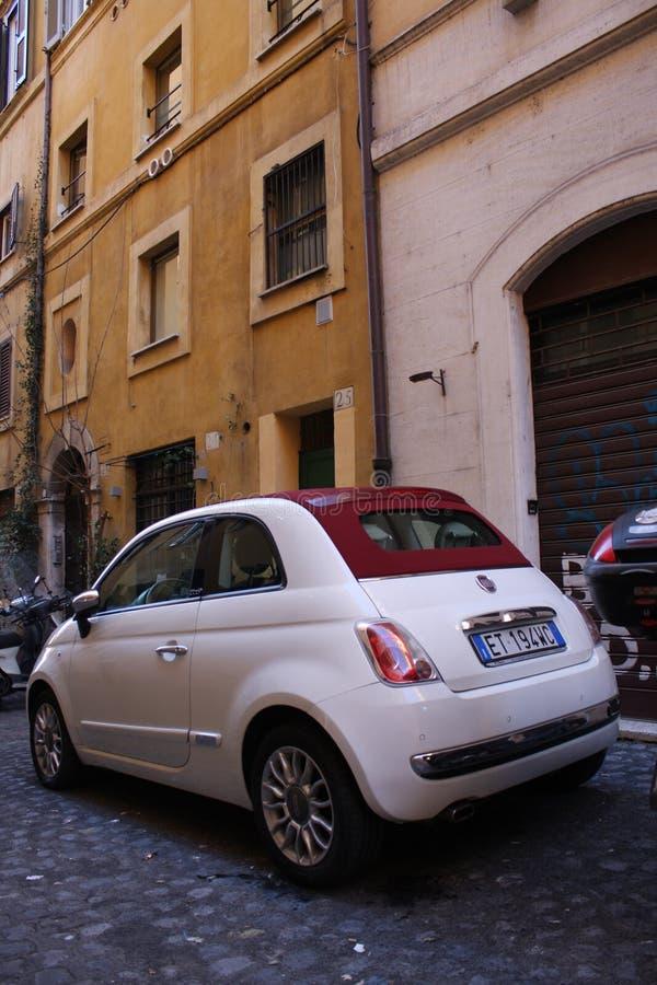 Ιταλία, Μιλάνο: Λεπτομέρεια του μικρού αυτοκινήτου στοκ φωτογραφίες