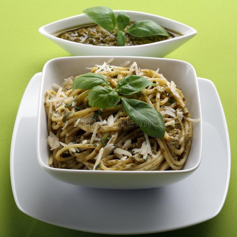 ιταλικά μακαρόνια pesto ζυμαρ&io στοκ φωτογραφίες με δικαίωμα ελεύθερης χρήσης