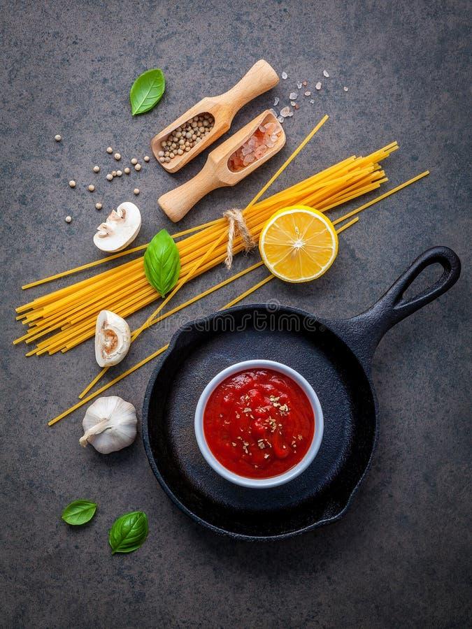 Ιταλική έννοια τροφίμων και επιλογών Μακαρόνια με το γλυκό συστατικών στοκ εικόνες με δικαίωμα ελεύθερης χρήσης