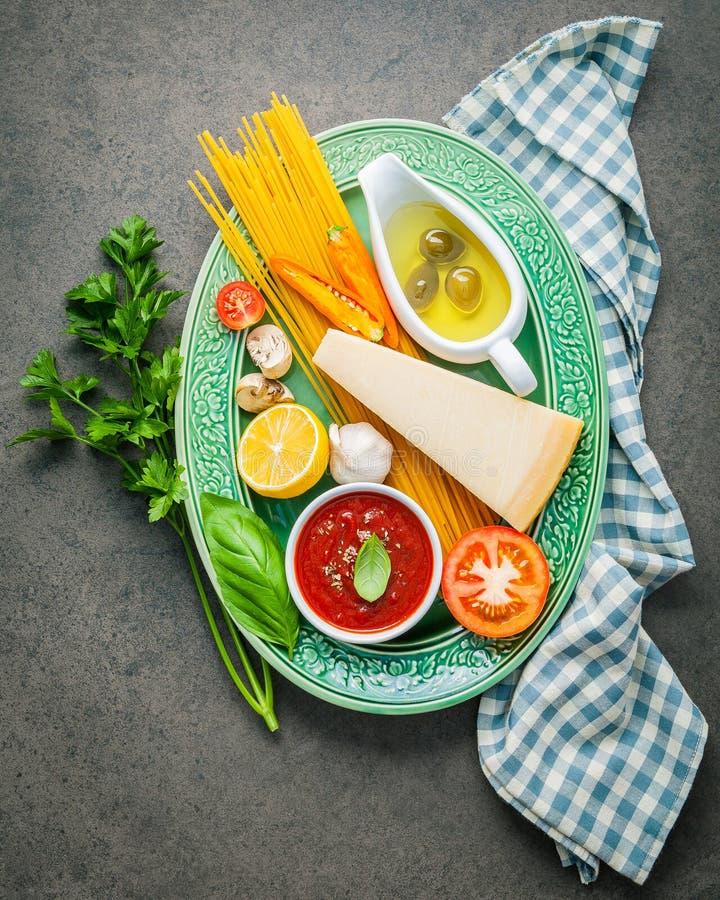 Ιταλική έννοια τροφίμων και επιλογών Μακαρόνια με το γλυκό συστατικών στοκ φωτογραφίες με δικαίωμα ελεύθερης χρήσης