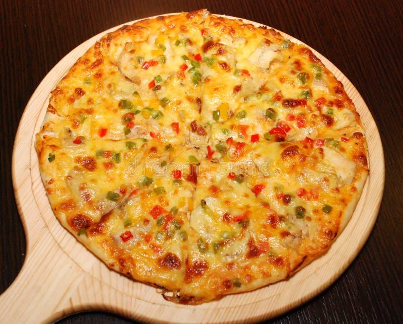 Ιταλική πίτσα στην ξύλινη γέφυρα στοκ φωτογραφία με δικαίωμα ελεύθερης χρήσης