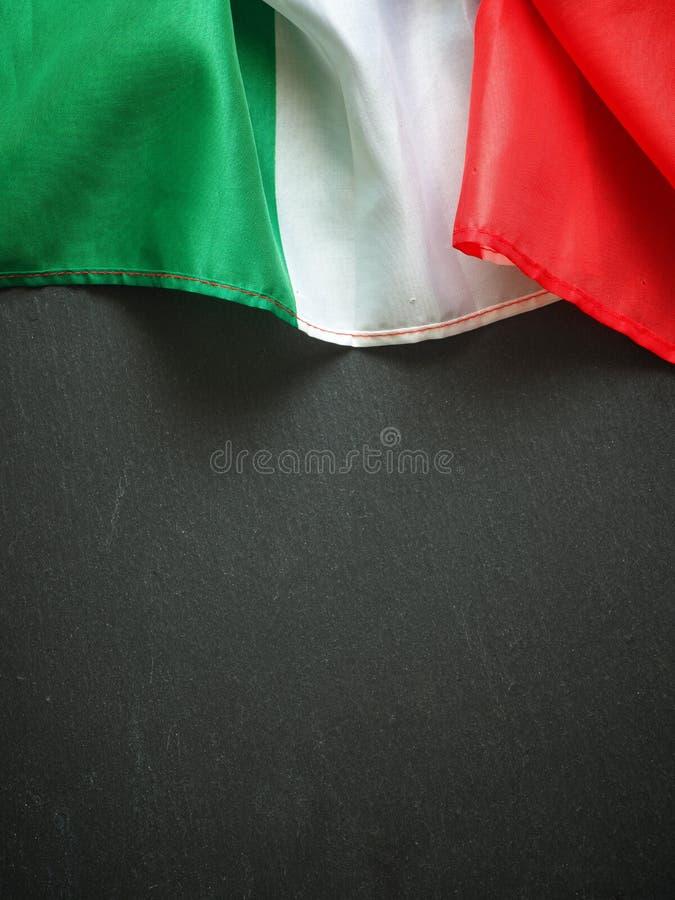 Ιταλική σημαία στη σύσταση πλακών στοκ φωτογραφία με δικαίωμα ελεύθερης χρήσης