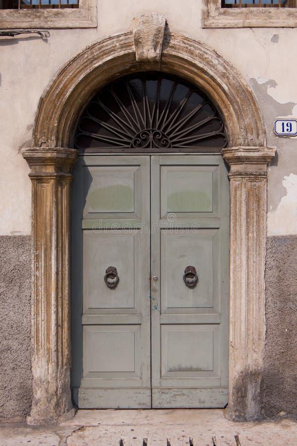 ιταλικός παλαιός πορτών στοκ φωτογραφία με δικαίωμα ελεύθερης χρήσης