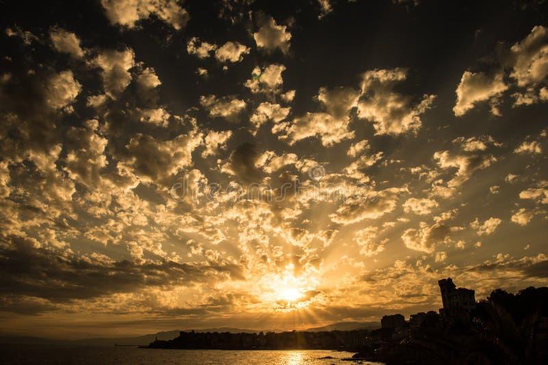 Ιταλικό ηλιοβασίλεμα, Λιγυρία, Γένοβα στοκ εικόνα