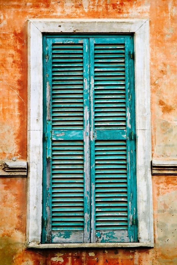 ιταλικό παλαιό παράθυρο στοκ φωτογραφία