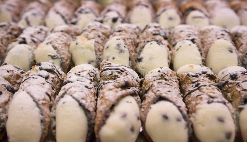 Ιταλικό cannoli με το τυρί ricotta στοκ εικόνα με δικαίωμα ελεύθερης χρήσης