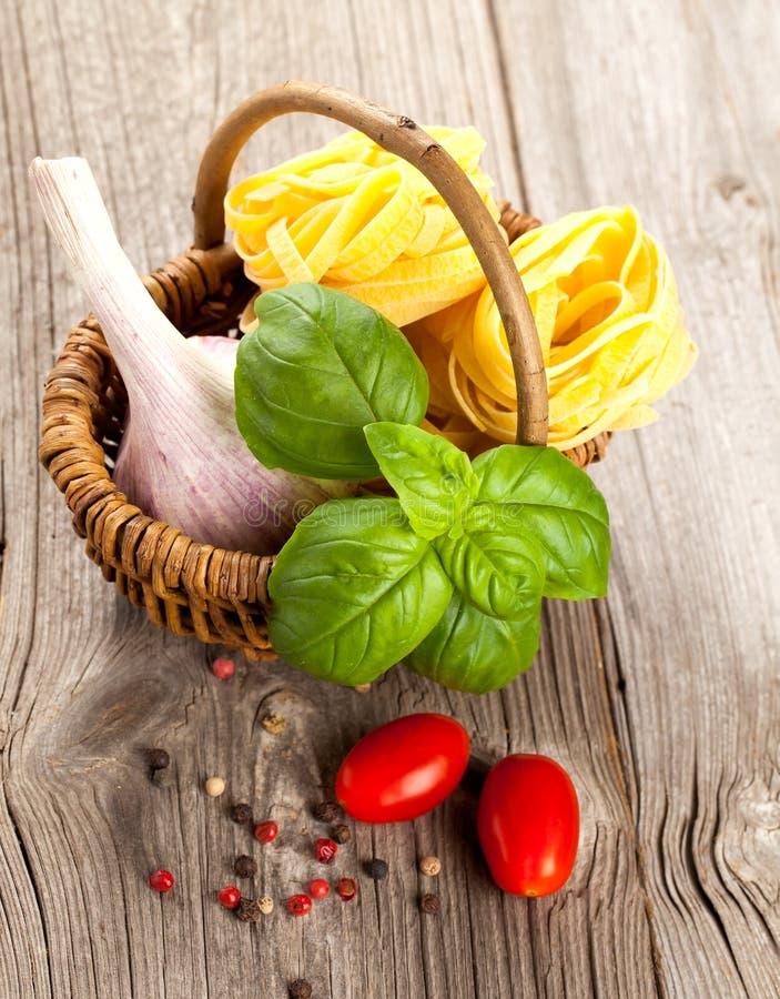 ιταλικά ζυμαρικά φωλιών fettuccine στοκ εικόνες με δικαίωμα ελεύθερης χρήσης