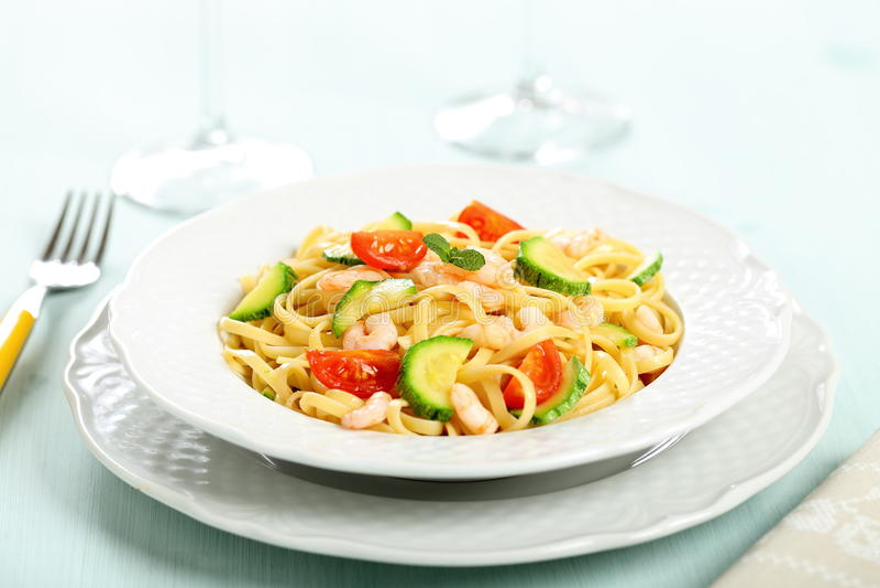 Ιταλικά ζυμαρικά με το lasagna γαρίδων και κολοκυθιών στοκ εικόνες με δικαίωμα ελεύθερης χρήσης