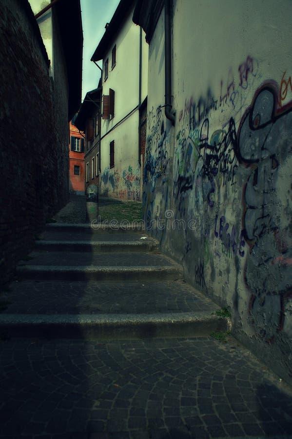 Ιταλική στενή αλέα, Παβία στοκ φωτογραφία με δικαίωμα ελεύθερης χρήσης