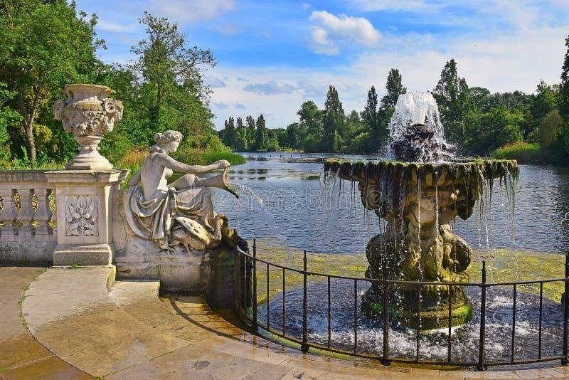Ιταλικοί κήποι στο Χάιντ Παρκ στο Λονδίνο στοκ εικόνα