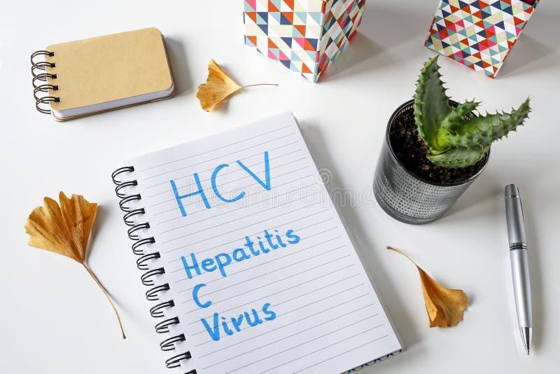 Ιός ηπατίτιδας Γ HCV που γράφεται σε ένα σημειωματάριο στοκ φωτογραφίες με δικαίωμα ελεύθερης χρήσης