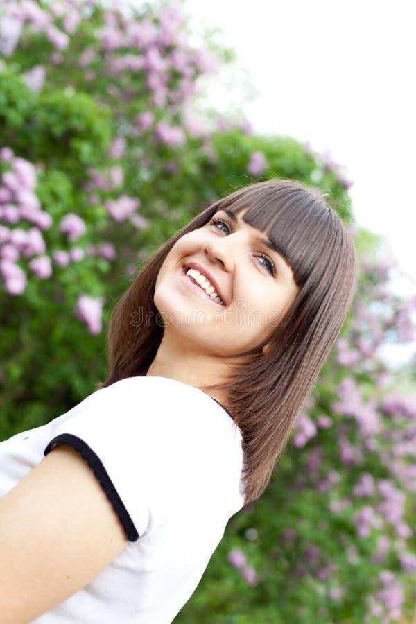 ιώδεις νεολαίες γυναι&ka στοκ εικόνα με δικαίωμα ελεύθερης χρήσης