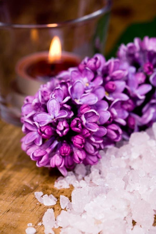 ιώδες άλας κεριών λουτρώ&nu στοκ εικόνα