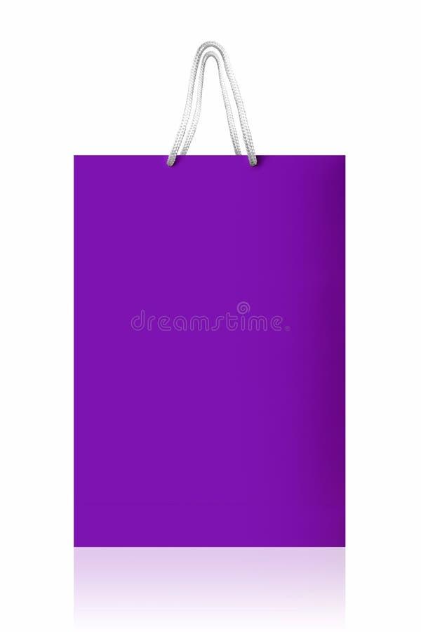 Ιώδης τσάντα αγορών, με το ψαλίδισμα της πορείας στο άσπρο backgr στοκ φωτογραφίες με δικαίωμα ελεύθερης χρήσης