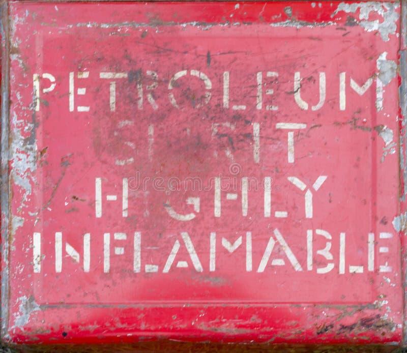 Ιδιαίτερα εύφλεκτο σημάδι πνευμάτων πετρελαίου στοκ εικόνα