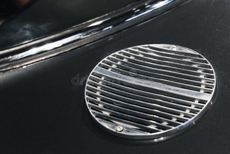 Κάγκελα αεραγωγού εισαγωγής Εκλεκτής ποιότητας αθλητικό αυτοκίνητο πολυτέλειας στοκ φωτογραφία