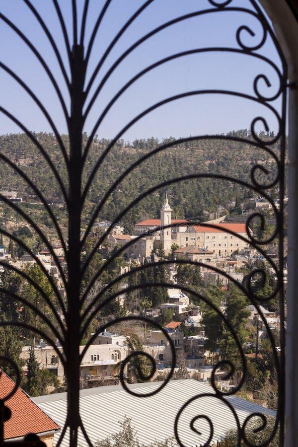 Κάγκελα στο παράθυρο. στοκ εικόνες
