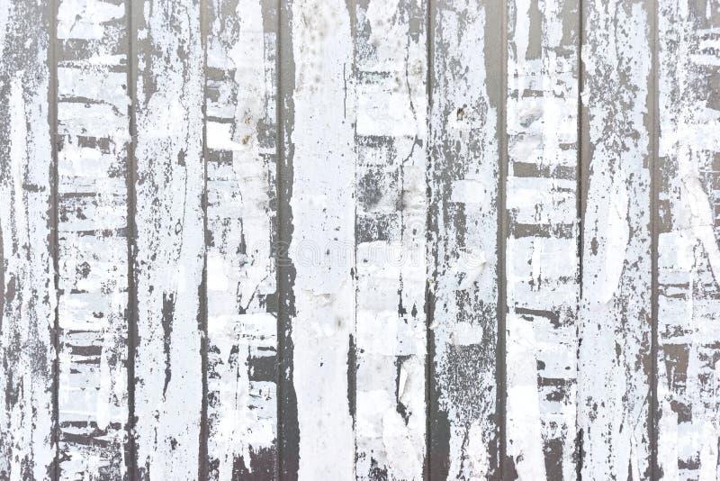 Κάθετες λουρίδες του άσπρου σχισμένου εγγράφου στοκ φωτογραφία με δικαίωμα ελεύθερης χρήσης