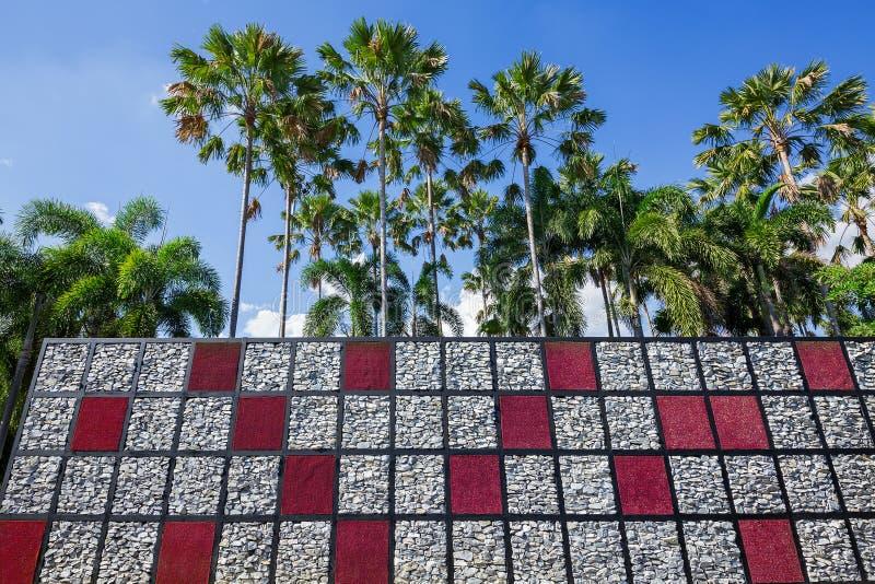 κάθετος δημιουργικός αρμονικός ύφους κήπων με τη φύση στοκ φωτογραφία