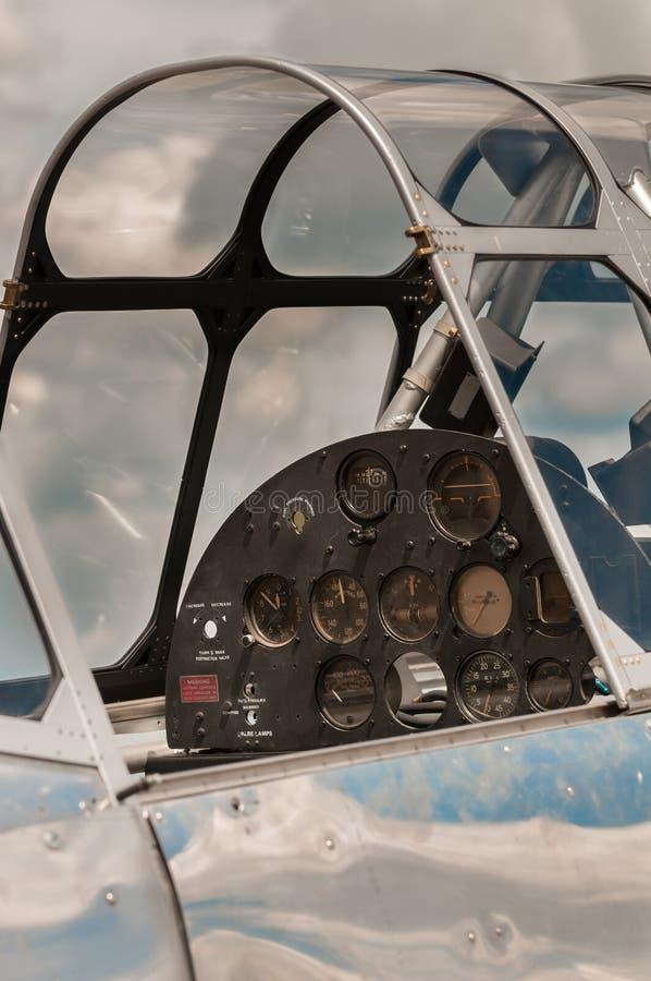 Κάθετο ιστορικό πιλοτήριο αεροπλάνων κάτω από την αποκατάσταση στοκ εικόνες