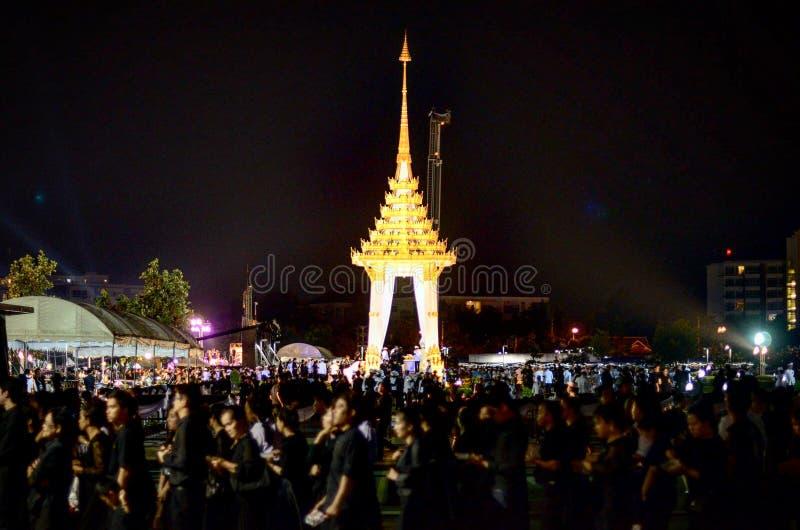 Κάθε ταϊλανδικό πρόσωπο αγαπά το βασιλιά στοκ φωτογραφίες