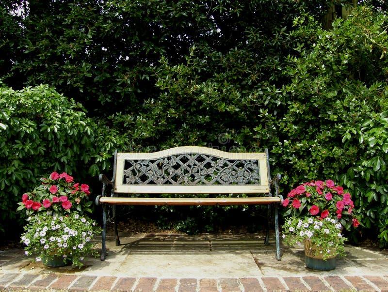 κάθισμα κήπων στοκ εικόνα με δικαίωμα ελεύθερης χρήσης