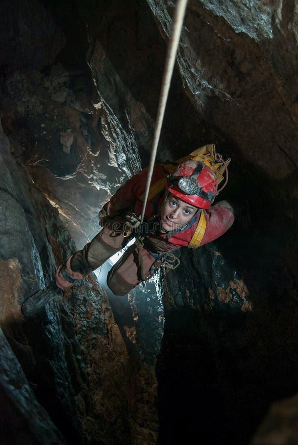 Κάθοδος σπηλιών στοκ εικόνα με δικαίωμα ελεύθερης χρήσης