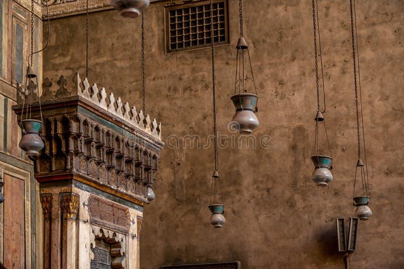 11/18/2018 Κάιρο, Αίγυπτος, απίστευτα όμορφος και εντυπωσιακός βωμός του μεγάλου αρχαίου μουσουλμανικού τεμένους με πολλά χρώματα στοκ εικόνες