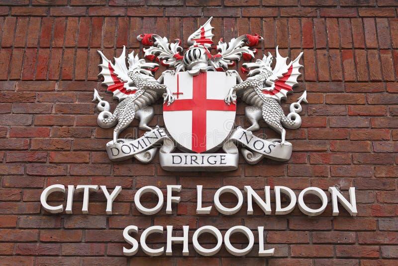 Κάλυψη των όπλων της πόλης του Λονδίνου στην πρόσοψη πόλη του σχολείου του Λονδίνου, Λονδίνο, Ηνωμένο Βασίλειο στοκ εικόνες