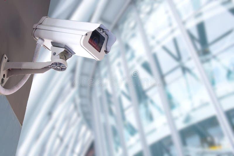 Κάμερα ασφαλείας CCTV στο κτήριο γραφείων στοκ φωτογραφίες