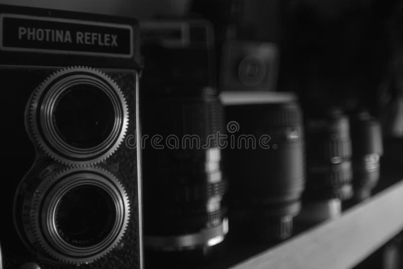 Κάμερα και φακός παλιού σχολείου ακόμα χρησιμοποιήσιμοι στοκ εικόνα με δικαίωμα ελεύθερης χρήσης