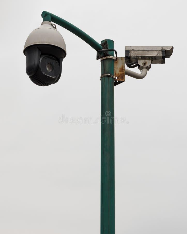 Κάμερα παρακολούθησης σε έναν πόλο στοκ φωτογραφία