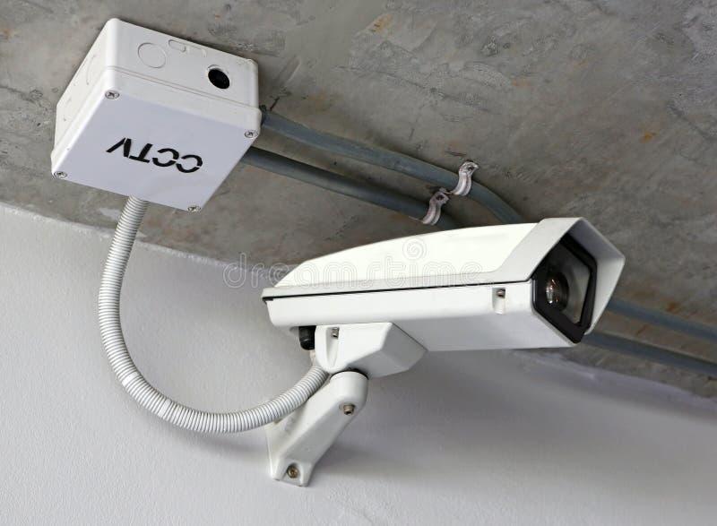 Κάμερα CCTV ασφάλειας στο ανώτατο όριο στοκ φωτογραφία με δικαίωμα ελεύθερης χρήσης