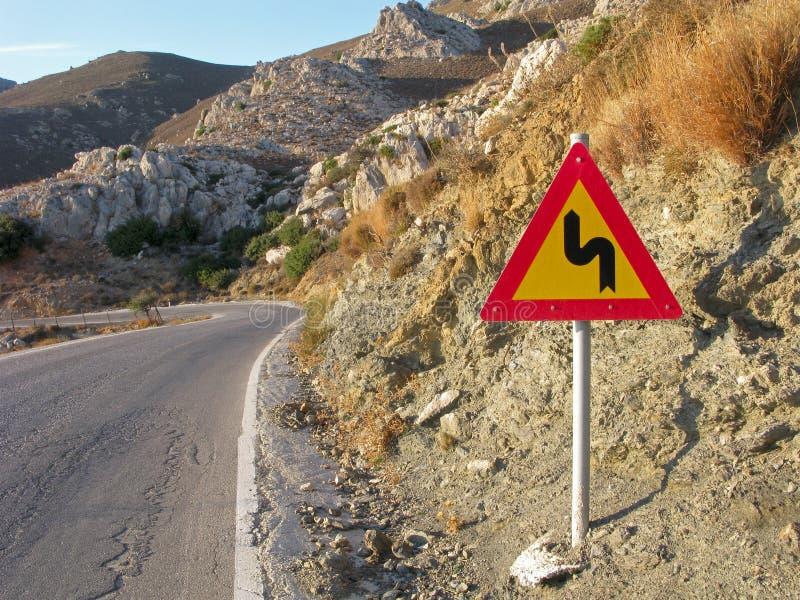 Κάμψη οδικών σημαδιών του δρόμου στοκ φωτογραφίες