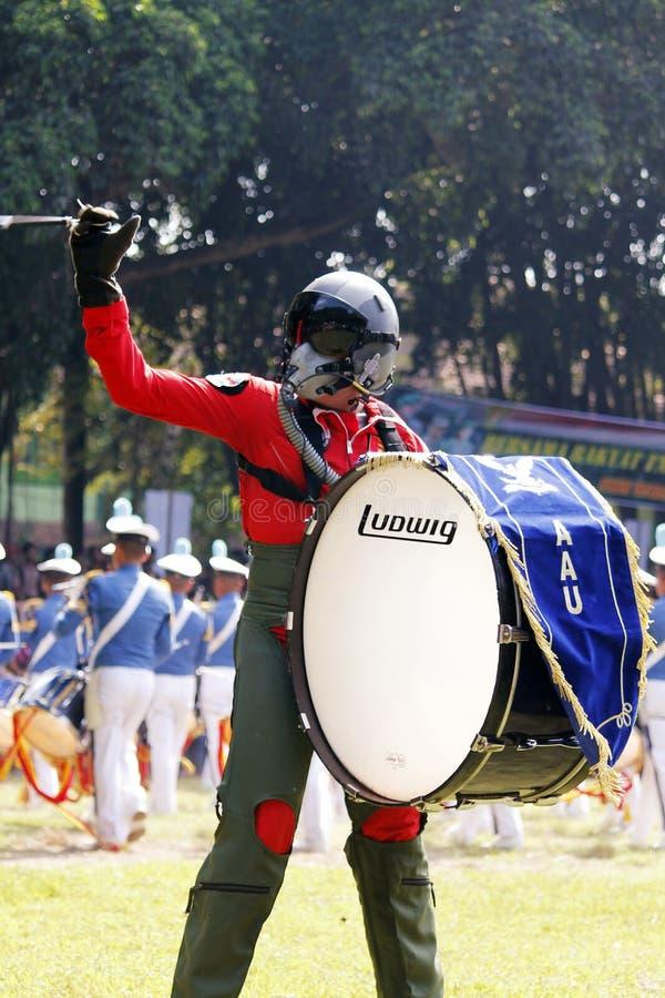 Κάνετε τη μπάντα από τους ινδονησιακούς μαθητές στρατιωτικής σχολής Πολεμικής Αεροπορίας. στοκ εικόνα με δικαίωμα ελεύθερης χρήσης
