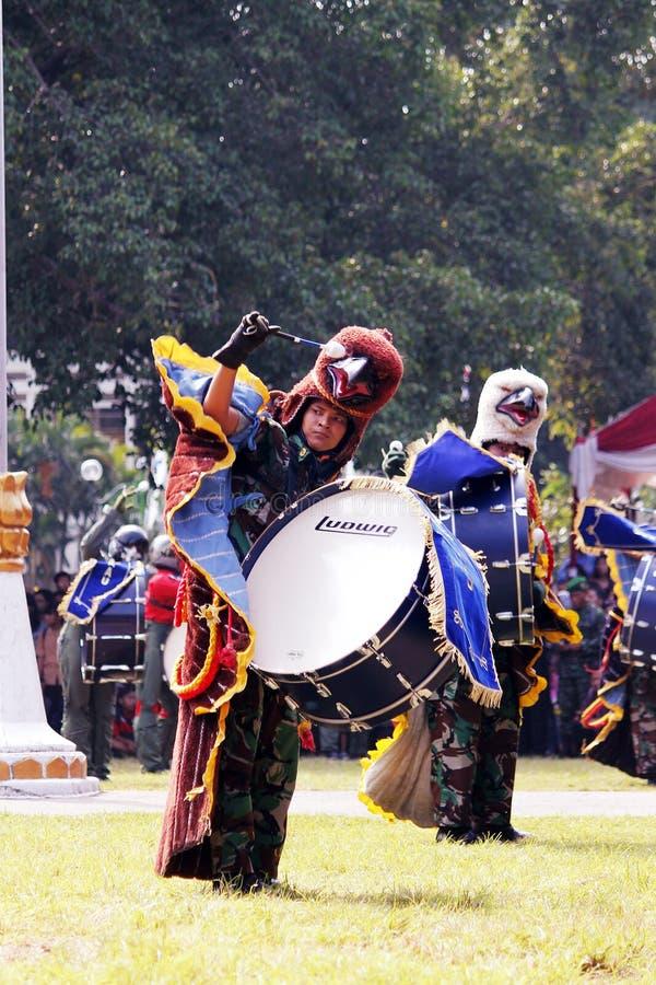 Κάνετε τη μπάντα από τους ινδονησιακούς μαθητές στρατιωτικής σχολής Πολεμικής Αεροπορίας. στοκ φωτογραφία με δικαίωμα ελεύθερης χρήσης