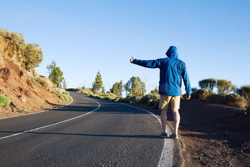 Κάνετε ωτοστόπ το ταξίδι στοκ φωτογραφία με δικαίωμα ελεύθερης χρήσης