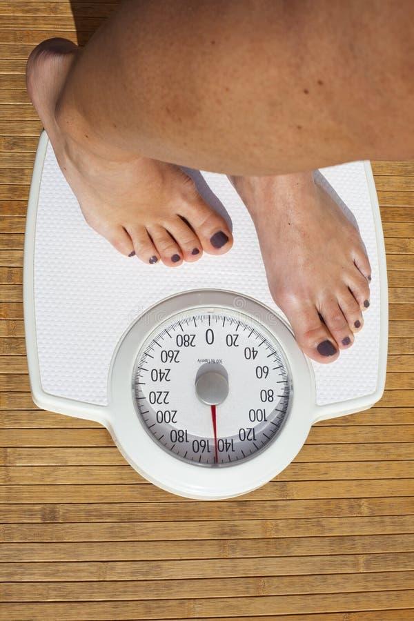 κάνοντας δίαιτα γυναίκα στοκ φωτογραφίες