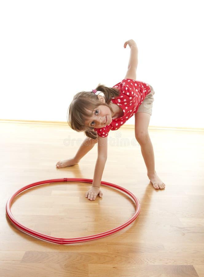 κάνοντας το κορίτσι ικανότητας άσκησης ελάχιστα στοκ εικόνες