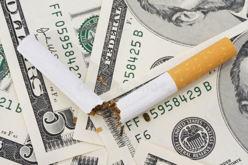 κάπνισμα δαπανών στοκ φωτογραφίες με δικαίωμα ελεύθερης χρήσης
