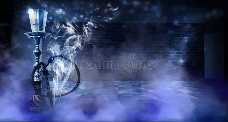 Κάπνισμα ενός hookah ενάντια σε έναν τουβλότοιχο, τσιμεντένιο πάτωμα, φως νέου, καπνός στοκ φωτογραφίες με δικαίωμα ελεύθερης χρήσης