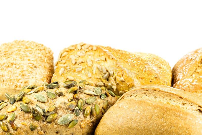 Κάποιος νόστιμος γερμανικός ρόλος ψωμιού με τα σιτάρια και αλεύρι στην κορυφή, germa στοκ φωτογραφία